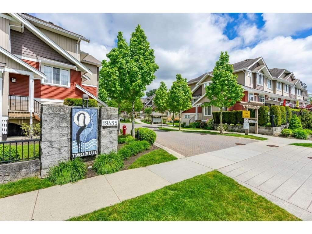 "Main Photo: 64 19455 65 Avenue in Surrey: Clayton Townhouse for sale in ""TWO BLUE"" (Cloverdale)  : MLS®# R2465566"