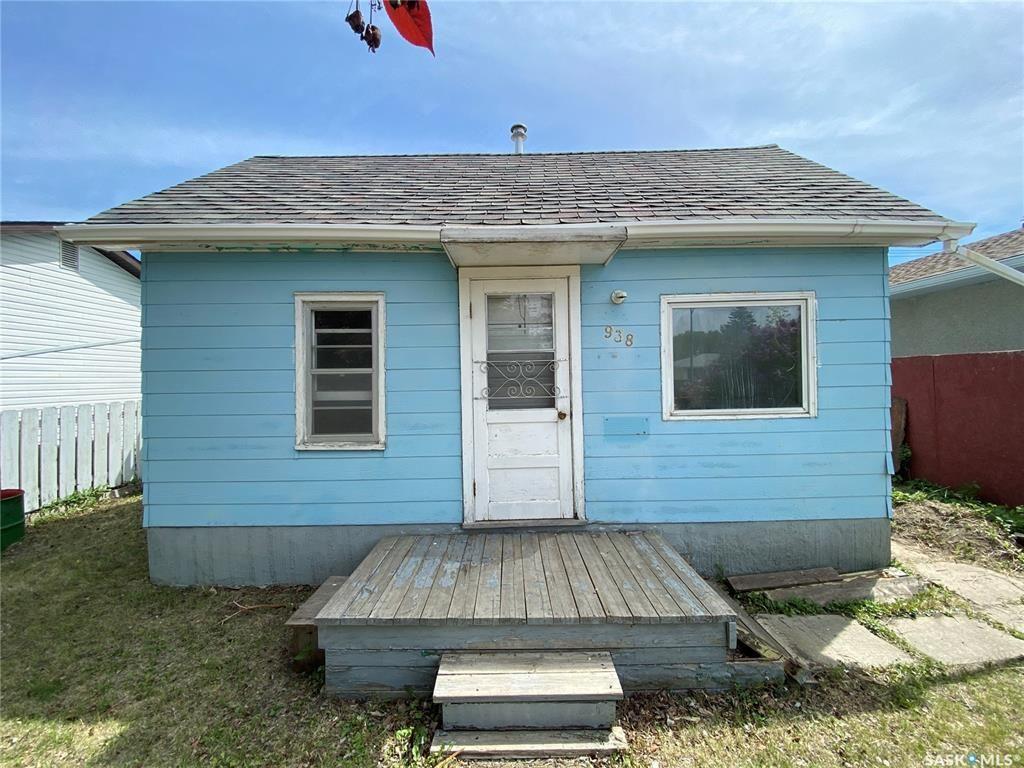 Main Photo: 938 J Avenue North in Saskatoon: Westmount Residential for sale : MLS®# SK857155