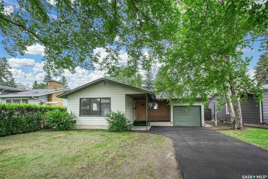 Main Photo: 44 Kirk Crescent in Saskatoon: Greystone Heights Residential for sale : MLS®# SK860954