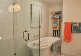 """Photo 12: 200 656 W 13TH Avenue in Vancouver: Fairview VW Condo for sale in """"CHEZ NOUS"""" (Vancouver West)  : MLS®# R2433312"""
