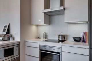 Photo 10: 1702 1053 10 Street SW in Calgary: Beltline Apartment for sale : MLS®# A1153630