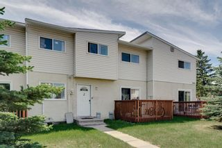 Photo 2: 2 4515 7 Avenue SE in Calgary: Forest Heights Row/Townhouse for sale : MLS®# A1121436