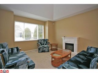 Photo 2: 6 6885 184TH Street in Surrey: Cloverdale BC Townhouse for sale (Cloverdale)  : MLS®# F1208414