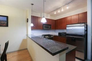 Photo 3: 307 14 E ROYAL AVENUE in New Westminster: Fraserview NW Condo for sale : MLS®# R2157525