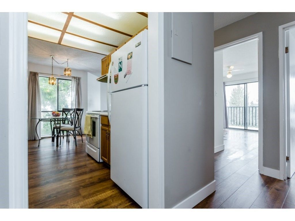 """Photo 14: Photos: 303 9952 149 Street in Surrey: Guildford Condo for sale in """"Tall Timbers"""" (North Surrey)  : MLS®# R2241309"""