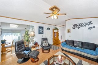 Photo 3: 61 7583 Central Saanich Rd in : CS Hawthorne Manufactured Home for sale (Central Saanich)  : MLS®# 879084