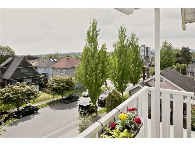 "Main Photo: 406 1623 E 2ND Avenue in Vancouver: Grandview VE Condo for sale in ""GRANDVIEW MANOR"" (Vancouver East)  : MLS®# V1066564"