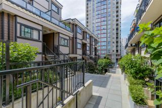 """Photo 1: 35 838 ROYAL Avenue in New Westminster: Downtown NW Townhouse for sale in """"BRICKSTONE WALK II"""" : MLS®# R2077794"""