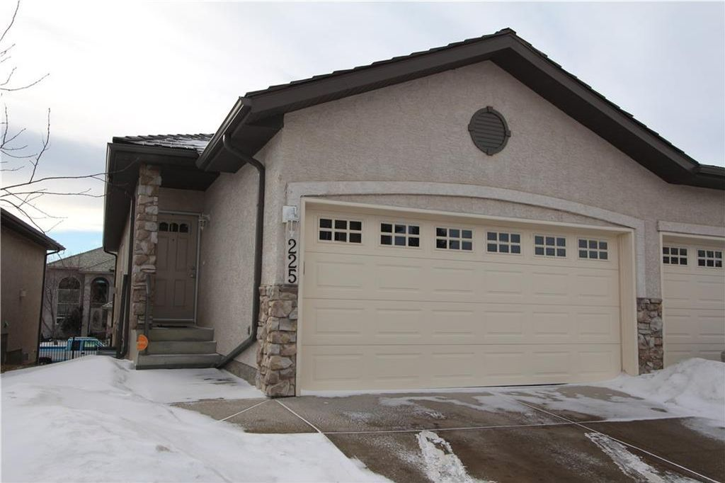 Main Photo: 225 ROYAL CREST View NW in Calgary: Royal Oak House for sale : MLS®# C4164190