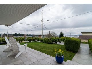 "Photo 2: 15789 CLIFF Avenue: White Rock House for sale in ""EAST BEACH HILLSIDE"" (South Surrey White Rock)  : MLS®# R2456817"