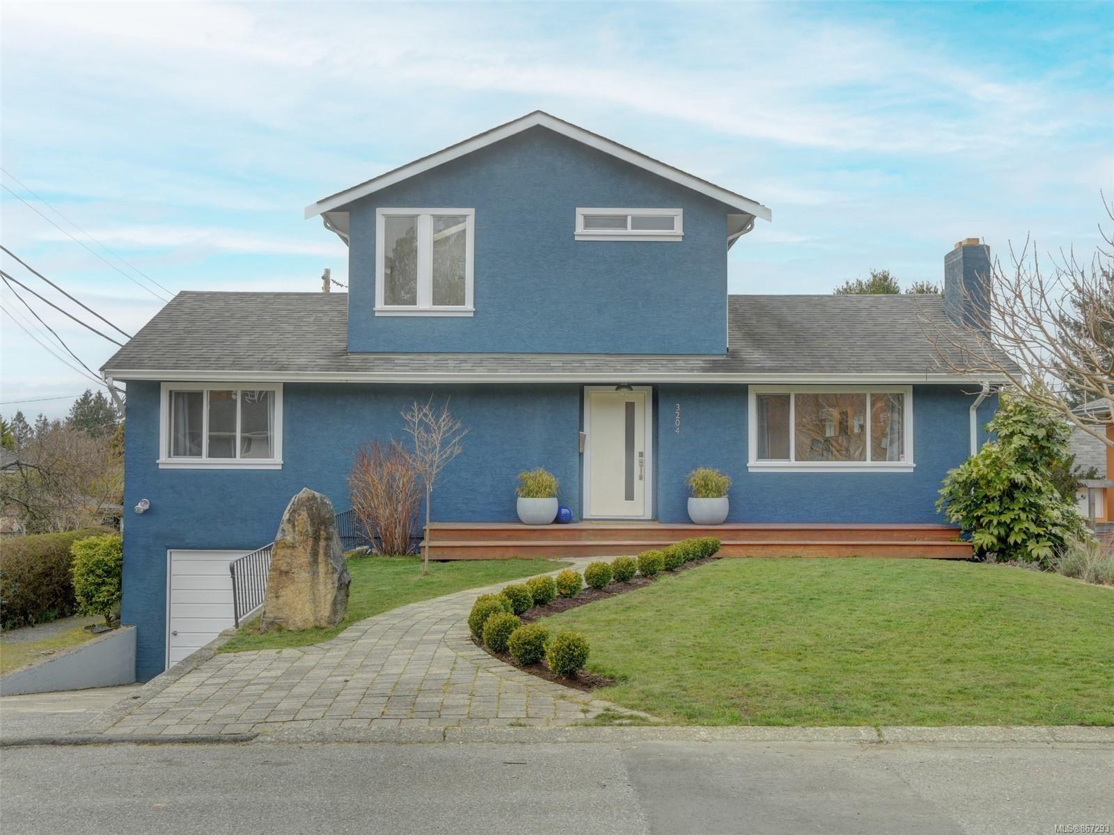 Main Photo: 3204 Frechette St in : SE Mt Tolmie House for sale (Saanich East)  : MLS®# 867293