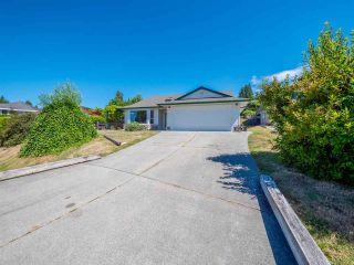 "Photo 1: 5072 BAY Road in Sechelt: Sechelt District House for sale in ""Davis Bay"" (Sunshine Coast)  : MLS®# R2321303"