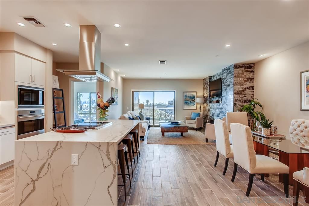 Photo 9: Photos: Condo for sale : 3 bedrooms : 3025 Byron St in San Diego