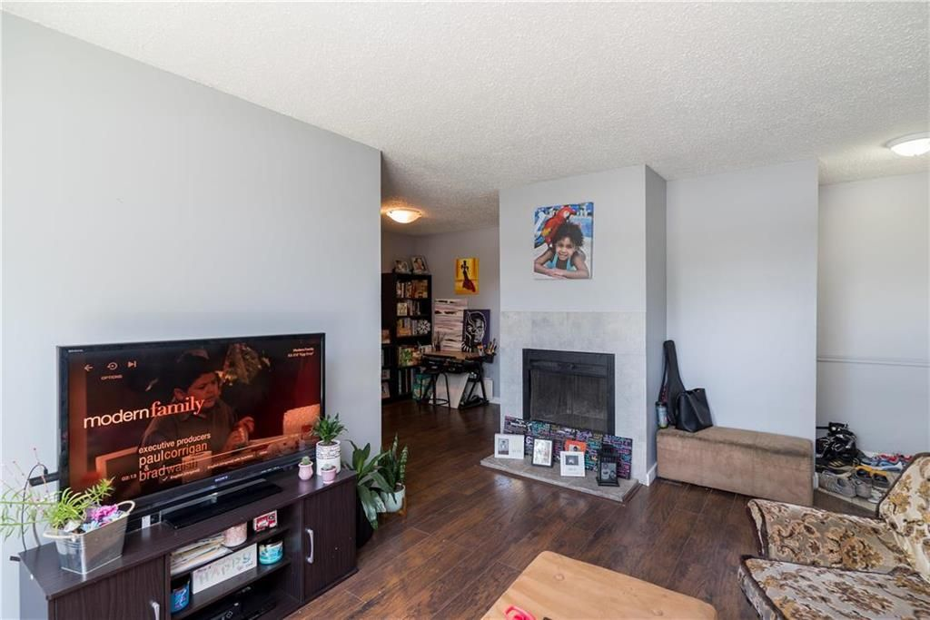 Photo 7: Photos: 749 Adsum Drive in Winnipeg: Maples Residential for sale (4H)  : MLS®# 202110731