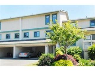 Photo 1:  in VICTORIA: SE Cedar Hill Row/Townhouse for sale (Saanich East)  : MLS®# 476046