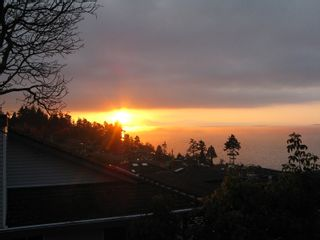 "Photo 1: 13152 MARINE Drive in Surrey: Crescent Bch Ocean Pk. House for sale in ""WHITE ROCK/OCEAN PARK HILLSIDE"" (South Surrey White Rock)  : MLS®# F1000814"