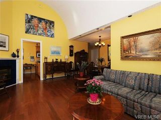 Photo 4: 201 9905 Fifth St in SIDNEY: Si Sidney North-East Condo for sale (Sidney)  : MLS®# 682484