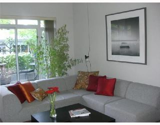 """Photo 1: 2F 1067 MARINASIDE Crescent in Vancouver: False Creek North Condo for sale in """"QUAYWEST"""" (Vancouver West)  : MLS®# V710459"""
