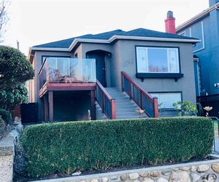 Photo 1: 2676 E 4TH Avenue in Vancouver: Renfrew VE House for sale (Vancouver East)  : MLS®# R2342252