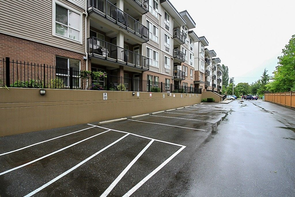 """Photo 7: Photos: 210 5430 201 Street in Langley: Langley City Condo for sale in """"THE SONNET"""" : MLS®# F1418321"""