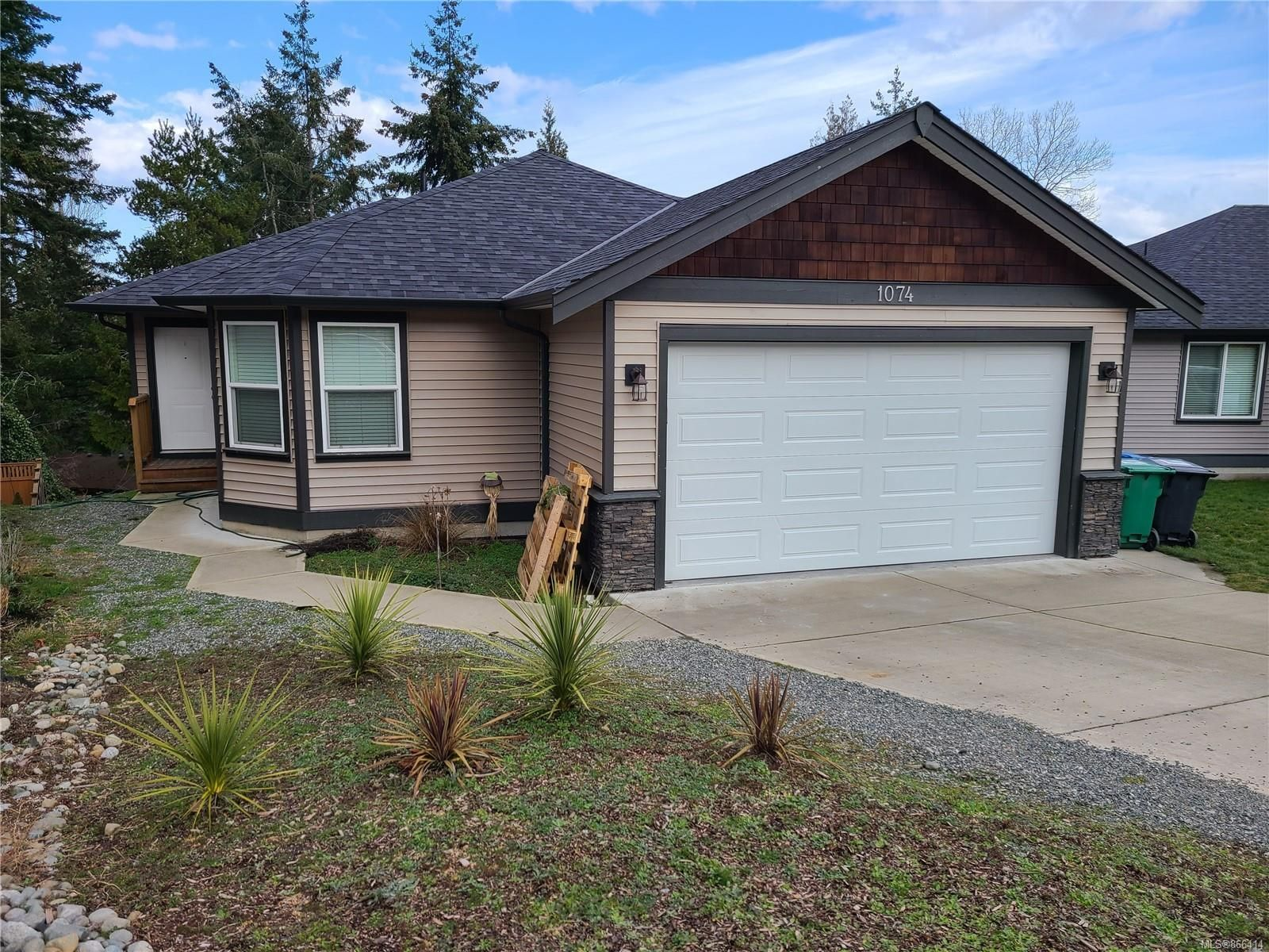 Main Photo: 1074 Shelby Ann Ave in : Na University District House for sale (Nanaimo)  : MLS®# 866414