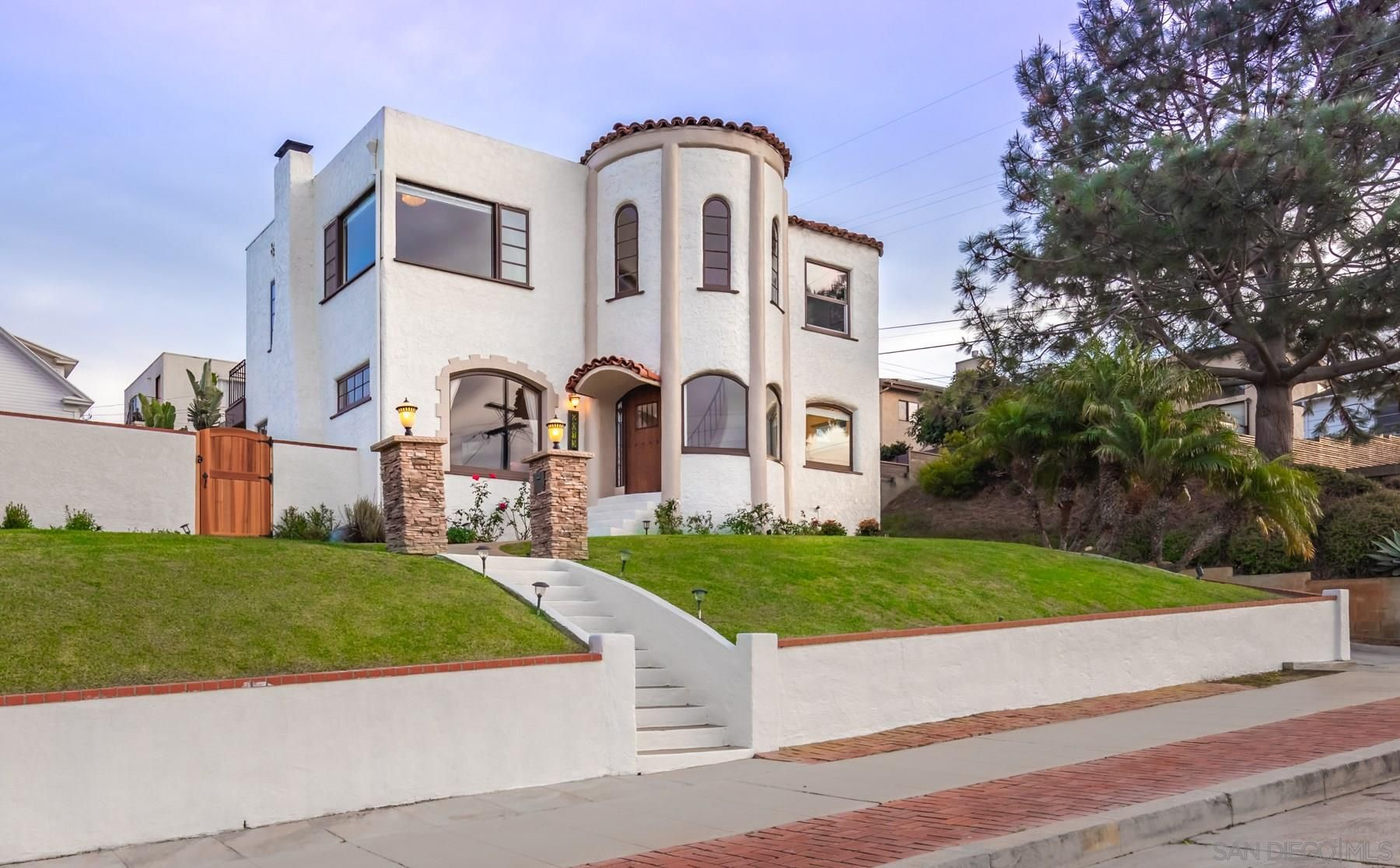 Main Photo: OCEAN BEACH House for sale : 3 bedrooms : 2075 Guizot in San Diego