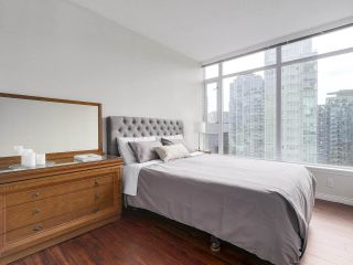 """Photo 13: 1705 1211 MELVILLE Street in Vancouver: Coal Harbour Condo for sale in """"THE RITZ"""" (Vancouver West)  : MLS®# R2173539"""