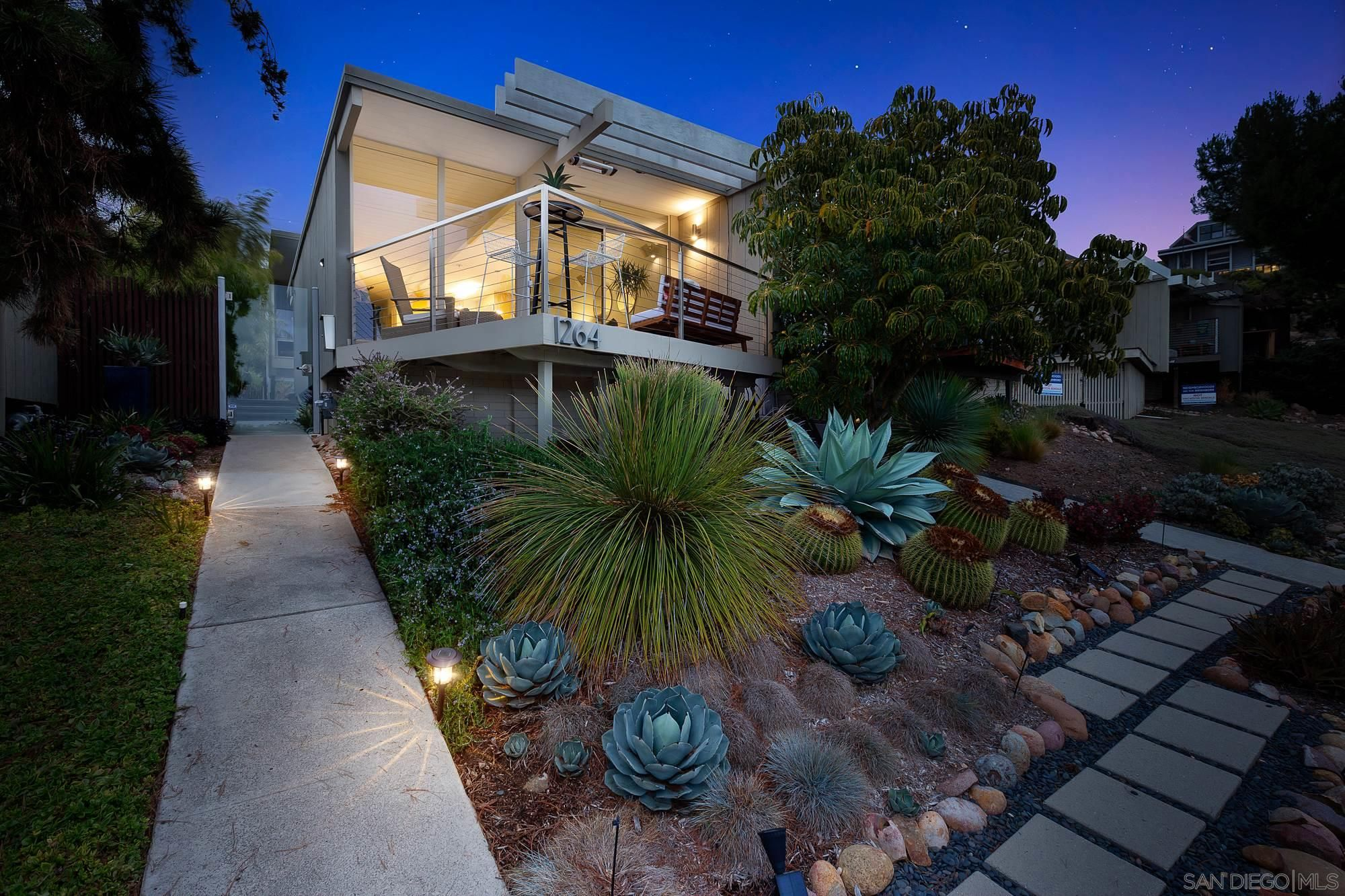 Main Photo: PACIFIC BEACH House for sale : 2 bedrooms : 1264 Agate St in San Diego