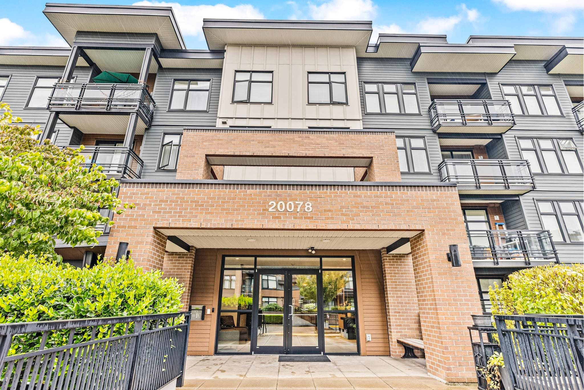 """Main Photo: 117 20078 FRASER Highway in Langley: Langley City Condo for sale in """"VARSITY"""" : MLS®# R2622422"""