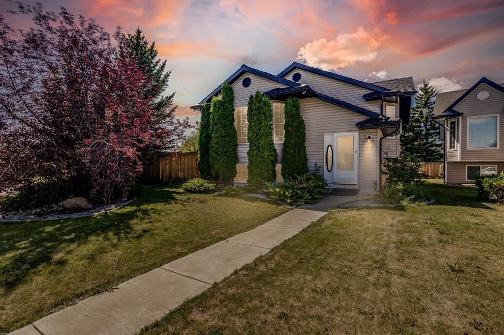 Main Photo: 11 Village Green E: Carstairs Detached for sale : MLS®# A1142219