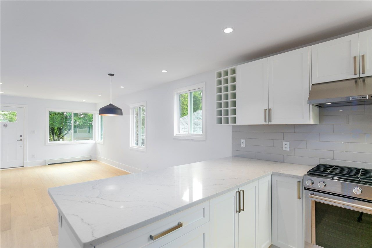 Photo 2: Photos: 5051 SHERBROOKE Street in Vancouver: Knight House for sale (Vancouver East)  : MLS®# R2516247