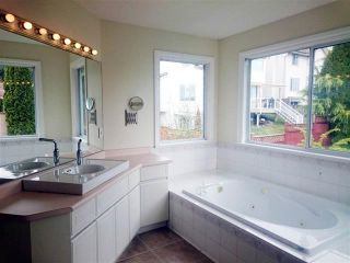 Photo 11: Coquitlam: Condo for sale : MLS®# R2058740