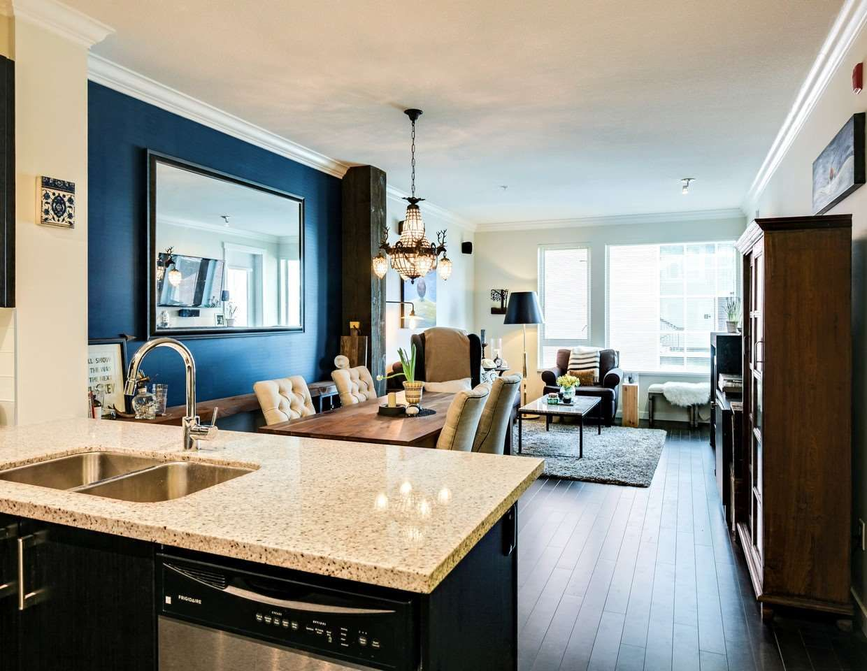 Photo 3: Photos: 319 119 W 22ND STREET in North Vancouver: Central Lonsdale Condo for sale : MLS®# R2047201
