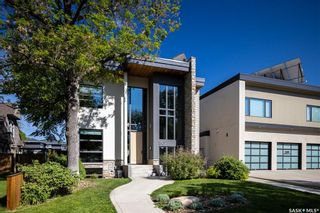Photo 2: 1302 Empress Avenue in Saskatoon: North Park Residential for sale : MLS®# SK858754