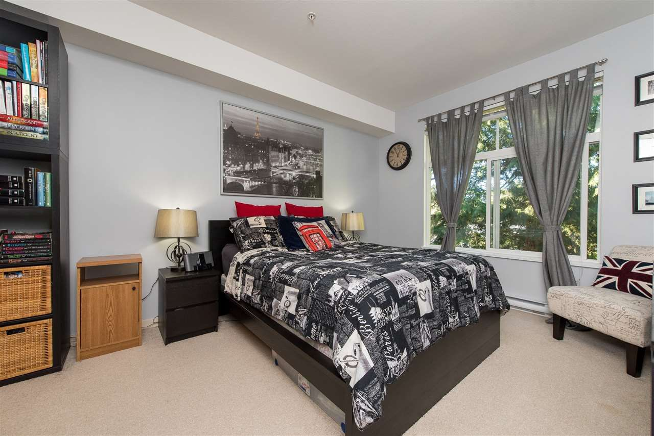 """Photo 15: Photos: 309 33318 E BOURQUIN Crescent in Abbotsford: Central Abbotsford Condo for sale in """"NATURES GATE"""" : MLS®# R2530844"""
