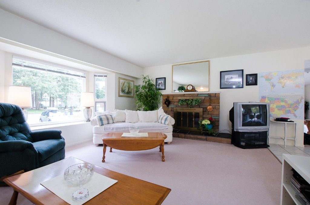 Photo 4: Photos: 24700 50 Avenue in Langley: Salmon River House for sale
