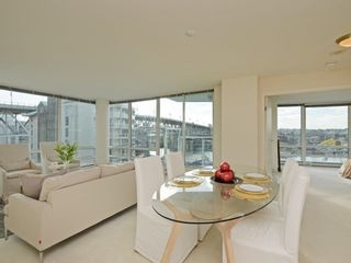 Photo 5: 702 1501 HOWE STREET in Vancouver: Yaletown Condo for sale (Vancouver West)  : MLS®# R2325497