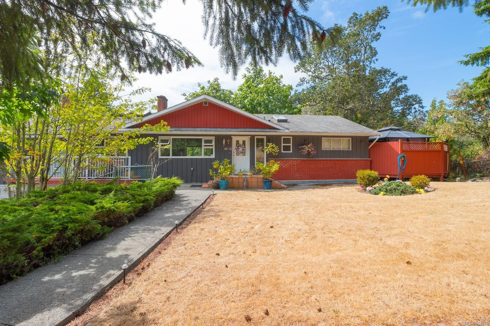 Main Photo: 5080 West Saanich Rd in : SW Prospect Lake House for sale (Saanich West)  : MLS®# 884535