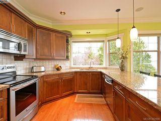 Photo 4: 1786 Barrie Rd in VICTORIA: SE Gordon Head House for sale (Saanich East)  : MLS®# 789236