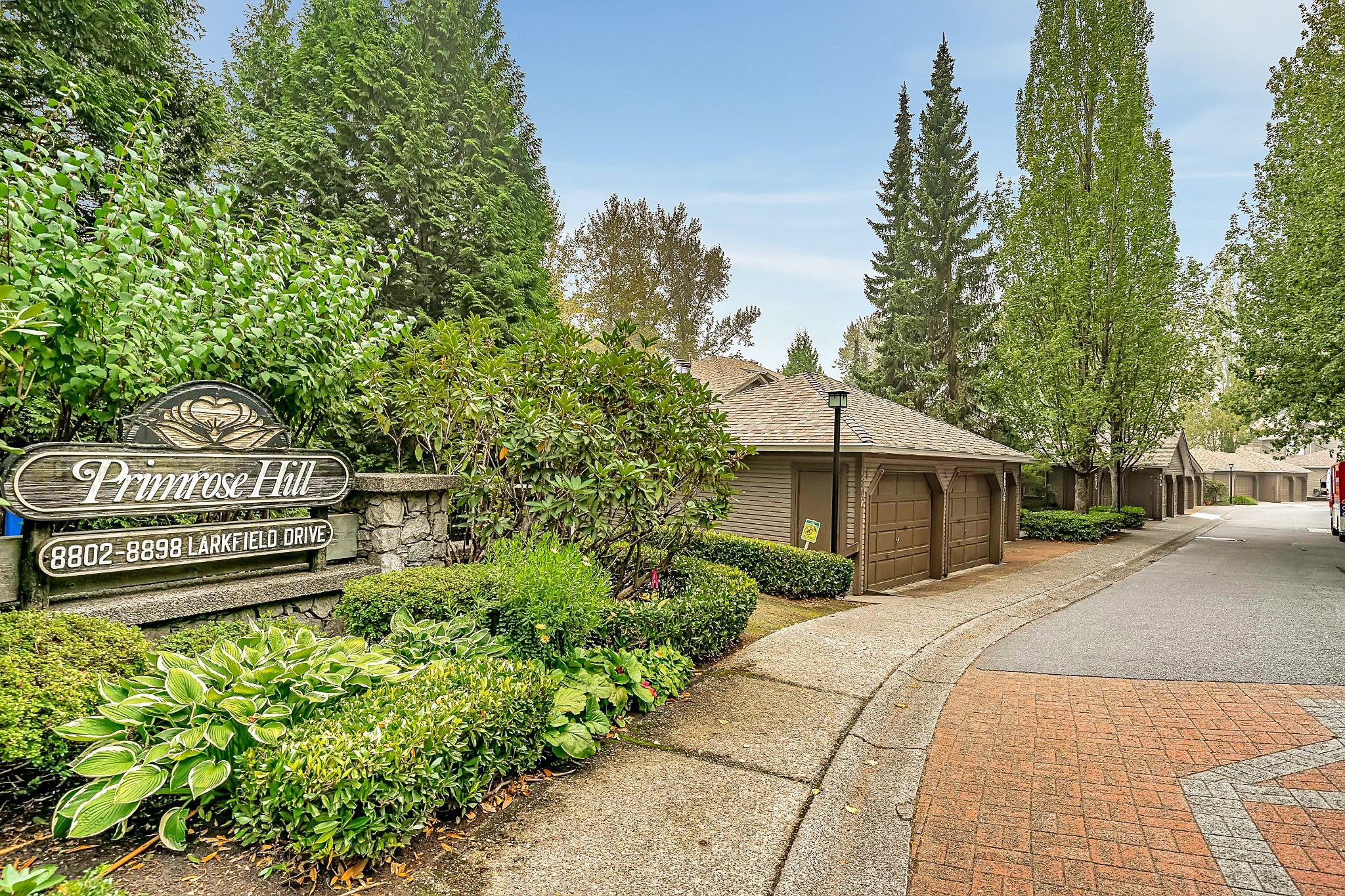 """Main Photo: 8834 LARKFIELD Drive in Burnaby: Forest Hills BN Townhouse for sale in """"Primrose Hill"""" (Burnaby North)  : MLS®# R2498974"""