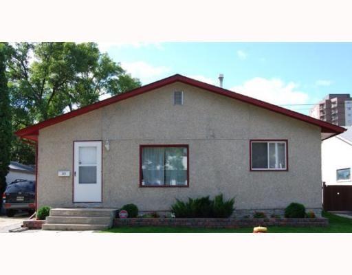 Main Photo: 220 MCKAY Avenue in WINNIPEG: North Kildonan Residential for sale (North East Winnipeg)  : MLS®# 2903104