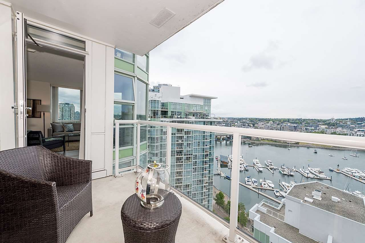 "Photo 11: Photos: 2508 193 AQUARIUS Mews in Vancouver: Yaletown Condo for sale in ""MARINASIDE RESORT RESIDENCES"" (Vancouver West)  : MLS®# R2106066"