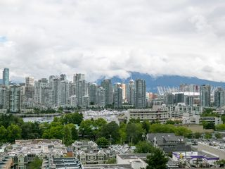 """Photo 6: 905 728 W 8TH Avenue in Vancouver: Fairview VW Condo for sale in """"700 WEST8TH"""" (Vancouver West)  : MLS®# R2082142"""