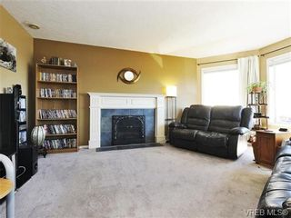Photo 4: 2595 Wilcox Terr in VICTORIA: CS Tanner House for sale (Central Saanich)  : MLS®# 742349