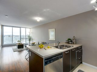 """Photo 2: 1408 9981 WHALLEY Boulevard in Surrey: Whalley Condo for sale in """"Park Place II"""" (North Surrey)  : MLS®# R2129602"""