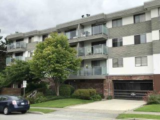 Photo 1: 105 308 W 2ND Street in North Vancouver: Lower Lonsdale Condo for sale : MLS®# R2387186