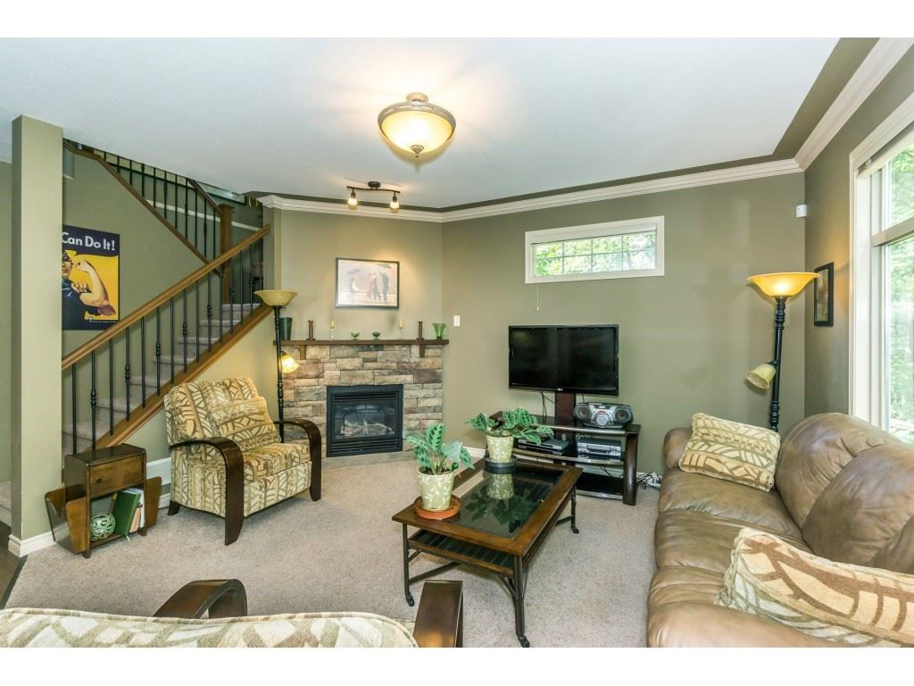"""Photo 4: Photos: 32 46840 RUSSELL Road in Sardis: Promontory Townhouse for sale in """"Timeber Ridge"""" : MLS®# R2359001"""