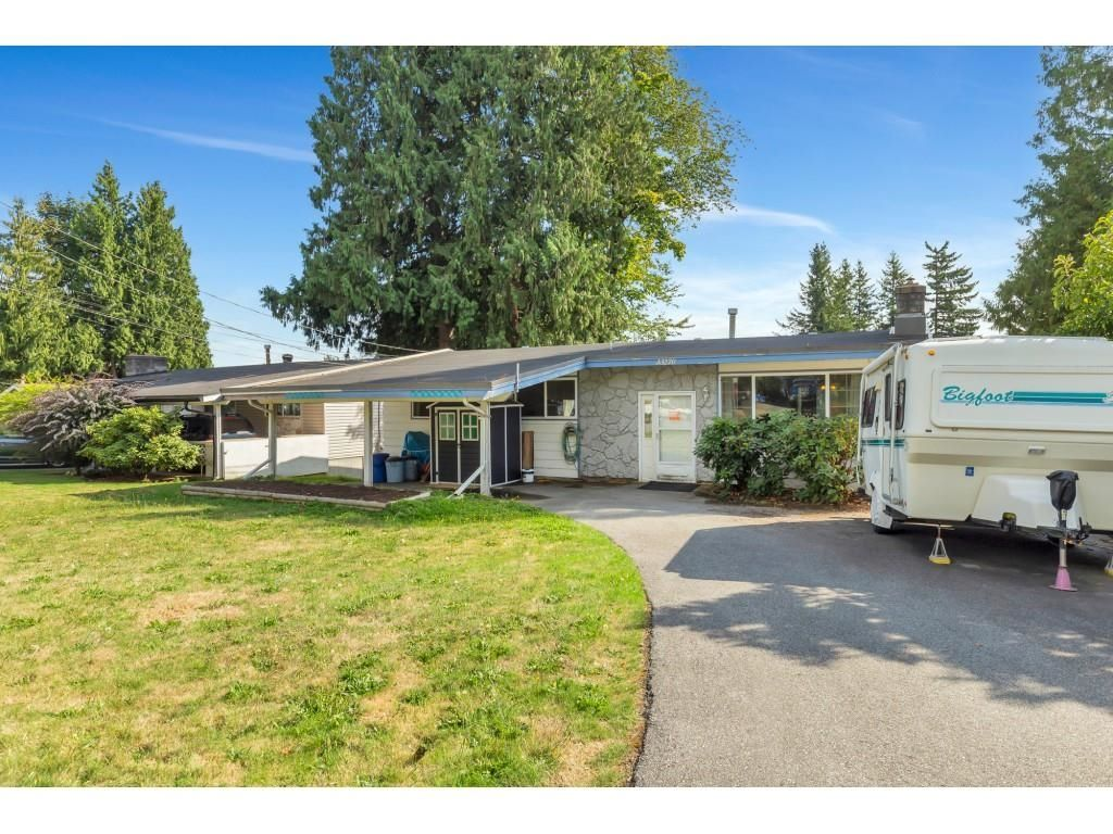 Main Photo: 33270 BROWN Crescent in Mission: Mission BC House for sale : MLS®# R2617562