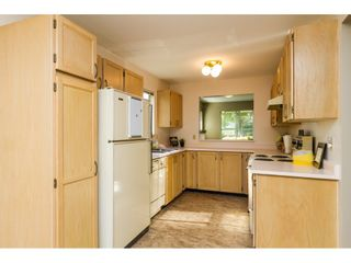 """Photo 5: 101 15439 100 Avenue in Surrey: Guildford Townhouse for sale in """"PLUM TREE LANE"""" (North Surrey)  : MLS®# R2095755"""