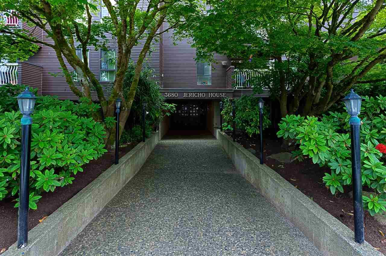 "Main Photo: 401 3680 W 7TH Avenue in Vancouver: Kitsilano Condo for sale in ""JERICHO HOUSE"" (Vancouver West)  : MLS®# R2078585"